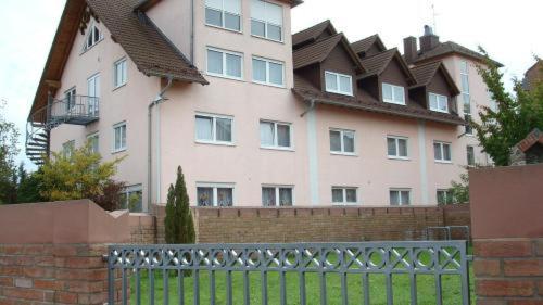 Отель Hotel zur Eisenbahn 2 звезды Германия