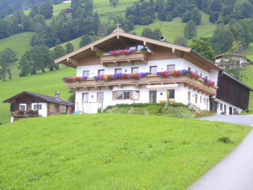 Bauernhof Hundbichl - Dachgeschoss-Apartment mit 2 Schlafzimmern und Balkon
