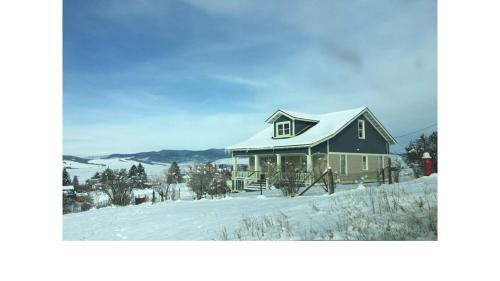 Charming House On The Hill With Views Of The Anaconda Range