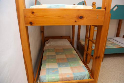 Llit Individual en Dormitori Compartit Masculí de 8 Llits (Single Bed in 8-Bed Male Dormitory Room)