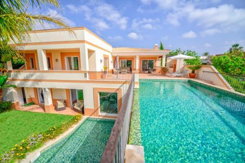 Ria Alvor Luxurious GolfView Villa, Odiáxere