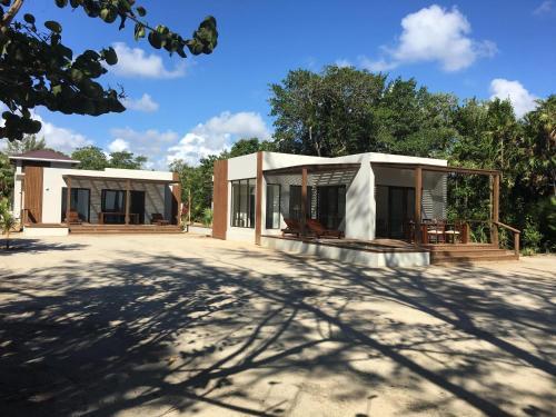 Jiri's Villas, Placencia