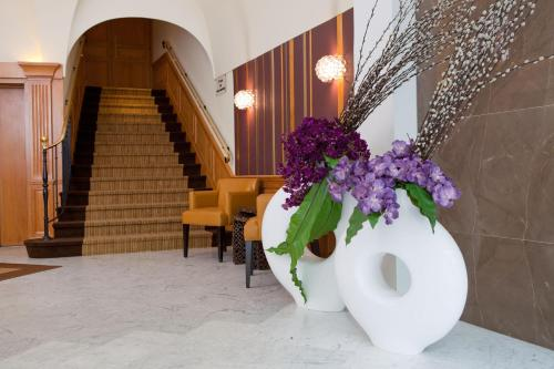 Отель Hôtel Paris Neuilly 4*, Нёйи-сюр-Сен. Бронирование ...: https://www.tourister.ru/world/europe/france/city/neuilly-sur-seine/hotels/71265