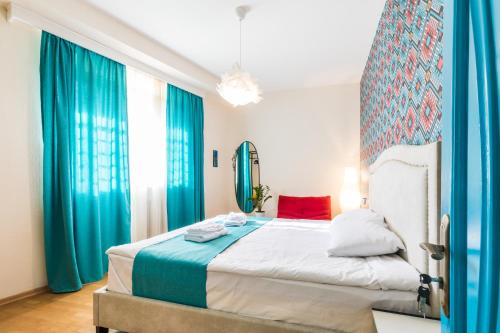 ❖ 2 Bedroom Modern Apartment near Liberty Square ❖, Tbilisi