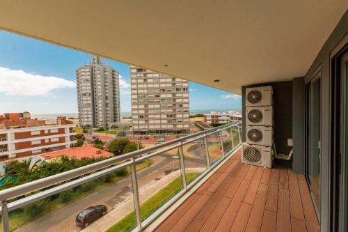 Arazati y Vaz Ferreira, edificio Onix Punta del Este, Punta del Este