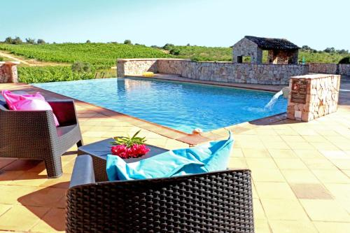 Estombar Villa Sleeps 4 Pool Air Con WiFi T237995