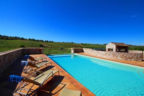 Estombar Villa Sleeps 4 Pool WiFi T237994
