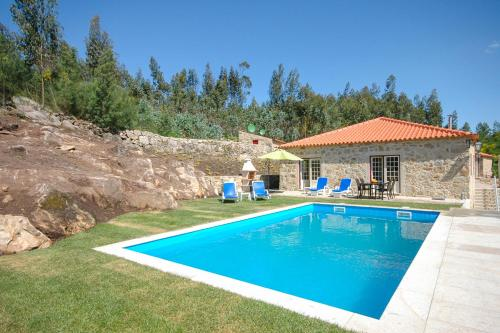 Pedreira Villa Sleeps 8 Pool WiFi