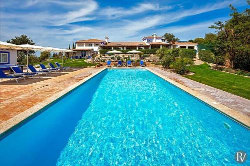 Boliqueime Villa Sleeps 16 Pool Air Con WiFi, Boliqueime