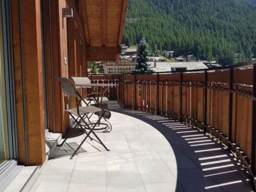 Zermatt Apartment Sleeps 8 Pool WiFi T031624, Zermatt