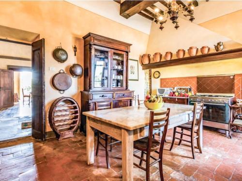 Casciana Terme Villa Sleeps 22 Pool Air Con WiFi, Casciana Terme