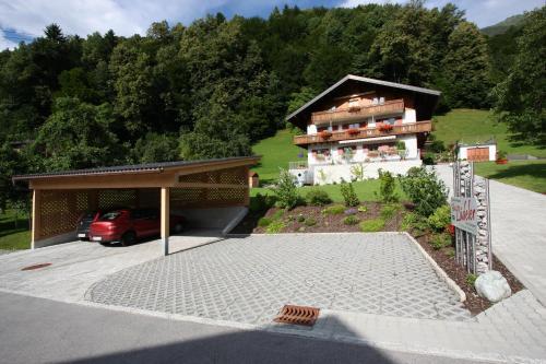 Haus Lädeler - Apartment mit 3 Schlafzimmern und Balkon