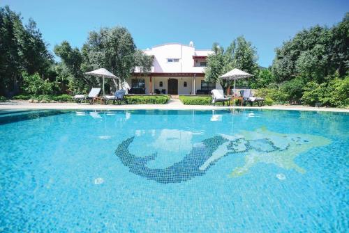 Bitez Villa Sleeps 8 Air Con WiFi, Bitez