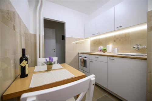 New B2 apartment - Sunny, equipped, free parking, Tošin Bunar
