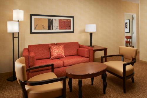 Courtyard By Marriott Detroit Metro Airport Romulus