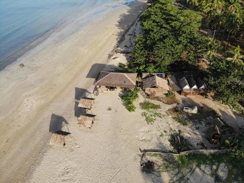 D&W's Beach Haven Bungalows, Chaungtha