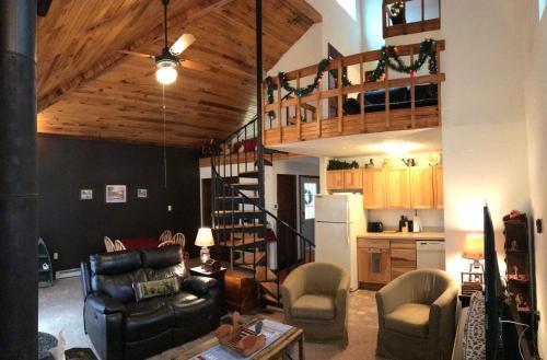 Chalet w/ loft at Alpine Lake Resort