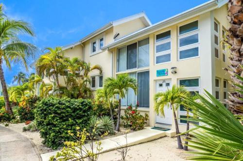 Seaside Dreams Island House by Cayman Villas, Driftwood Village
