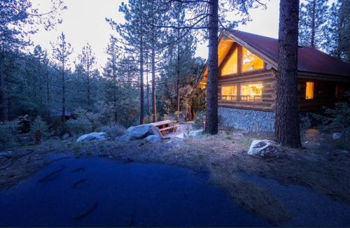 Log Cabin Get Away: A Perfect Mountain Retreat