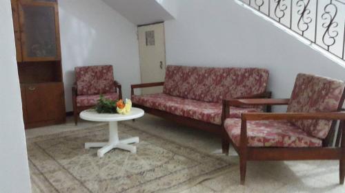 Jarney Home, 'Aïn el Turk