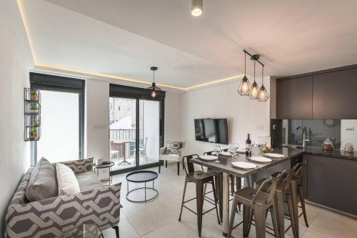 Trust Inn -Brand New Architect & Balcony Next Mamilla, Иерусалим