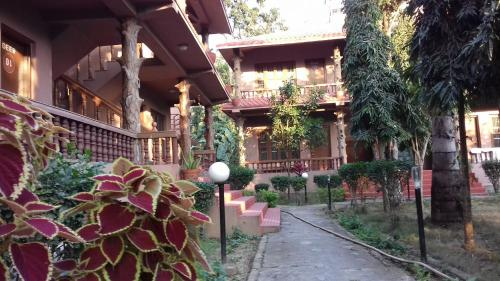 Safari Club Chitwan, Sauraha