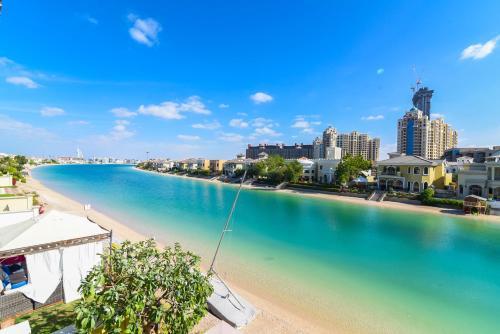 Palm Jumeirah Luxury Villa 4 BedRoom, Dubaj