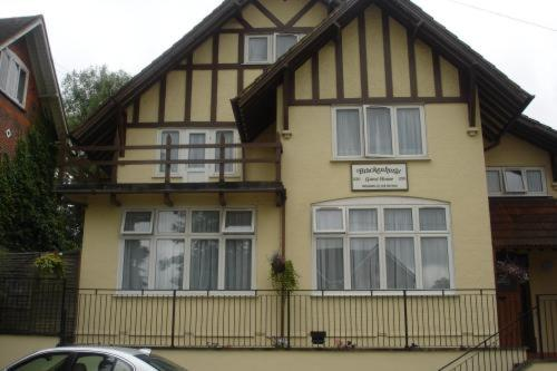 Photo of Brackenhurst Guesthouse Hotel Bed and Breakfast Accommodation in Reading Berkshire