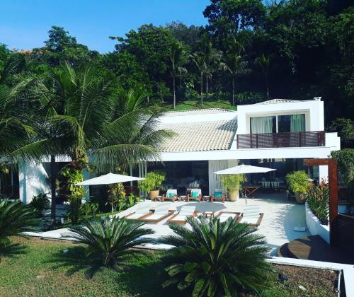 Tropicalcontemporaryhouse