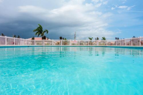 Caymanas Estate Country Club Rental Management, Ellis Caymanas