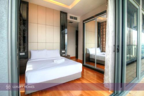 2 Bedroom Executive Suite with Twin Tower View