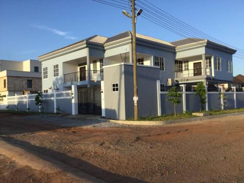 Charlottes Place, Accra