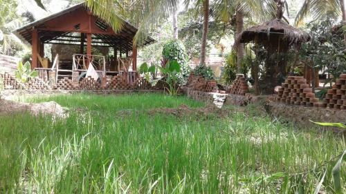 Coconut Villa, 哈伯勒内