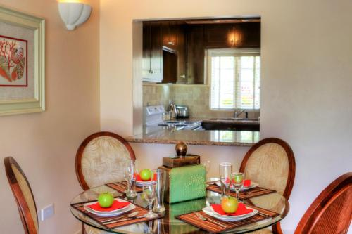 Cas en Bas Villa Sleeps 6 Pool Air Con WiFi, Cap Estate