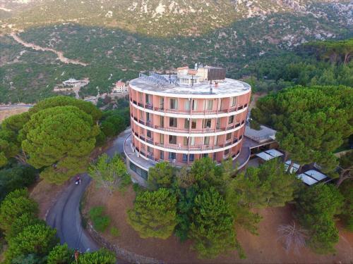 Douma Hotel, Douma
