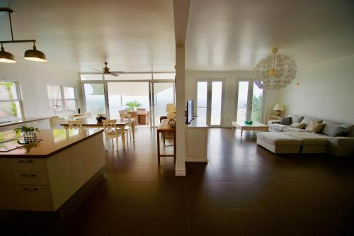 Villa with Pool and Incredible Ocean Views, Frigate Bay