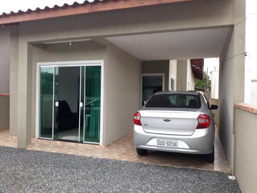 Casa Itapoá 1 quadra da praia