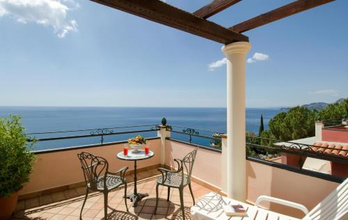 Hotels In Taormina With Swimming Pools