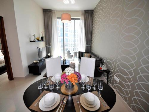 PK Holidays |1 Bed Apt | Standpoint A, Downtown Dubai, Дубай