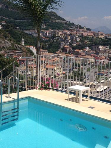 Hotel voce del mare vietri sul mare italy overview for Hotel barcellona sul mare