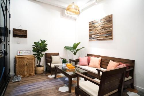 Antonio Home, Hanoi