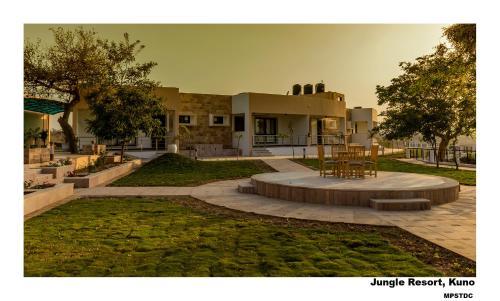 Jungle Resort,kuno Palpur