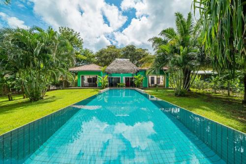 Casa Verde with tropical garden, Tamarindo