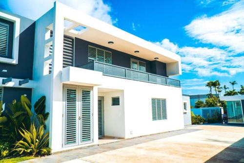 Aquaville - Modern Apartment near the beach 2BDR (Apt 3), Dorado