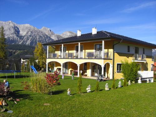 Villa Castelli - Großes Apartment mit 2 Schlafzimmern und einem Balkon