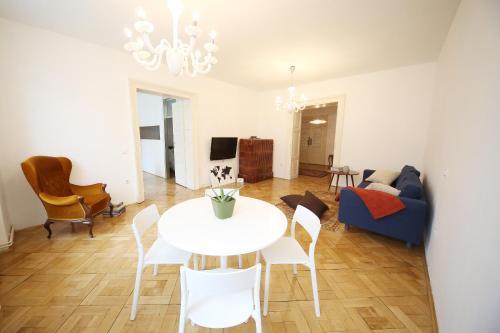 Gosposvetska apartment, Ljubljana