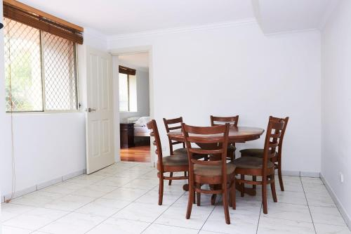 Large 4 Bedroom Entertainer Minutes from the City, Sydney
