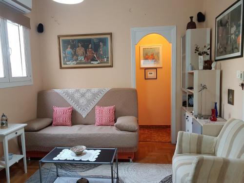 Quiet top-floor flat in the heart of Pireus!