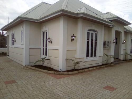 6 Oluwatoyin Lambe Street