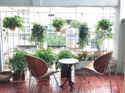 COZY w/Balcony next to HoanKiem lake, Hanoi